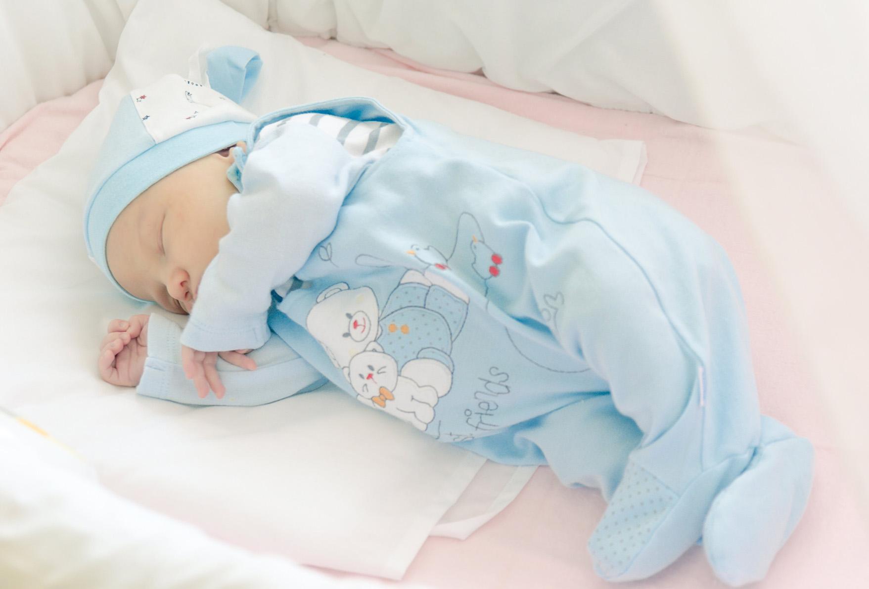 Как одевать новорожденного во время посещения поликлиники