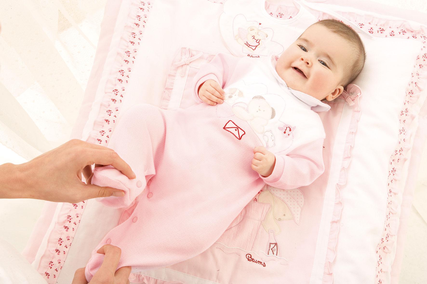 Как одевать новорожденного летом на прогулку
