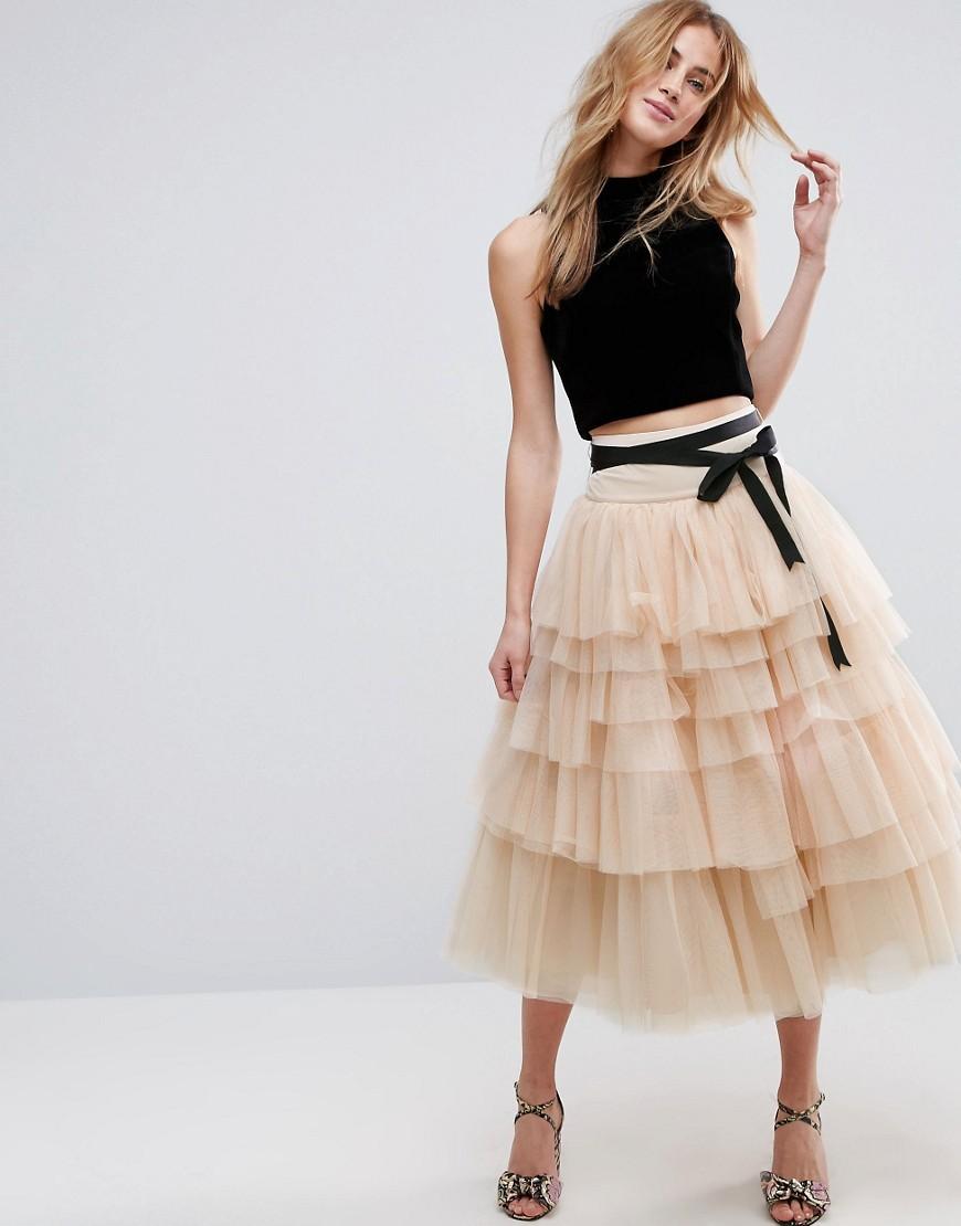 В чем секрет полярности пышной юбки у девушек?