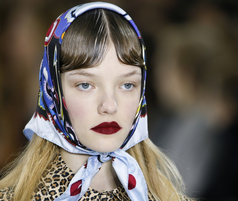 Как завязать платок на голове по-крестьянски