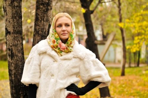 Как носить платок с шубой