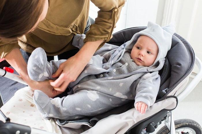 Как одеть новорожденного весной на прогулку