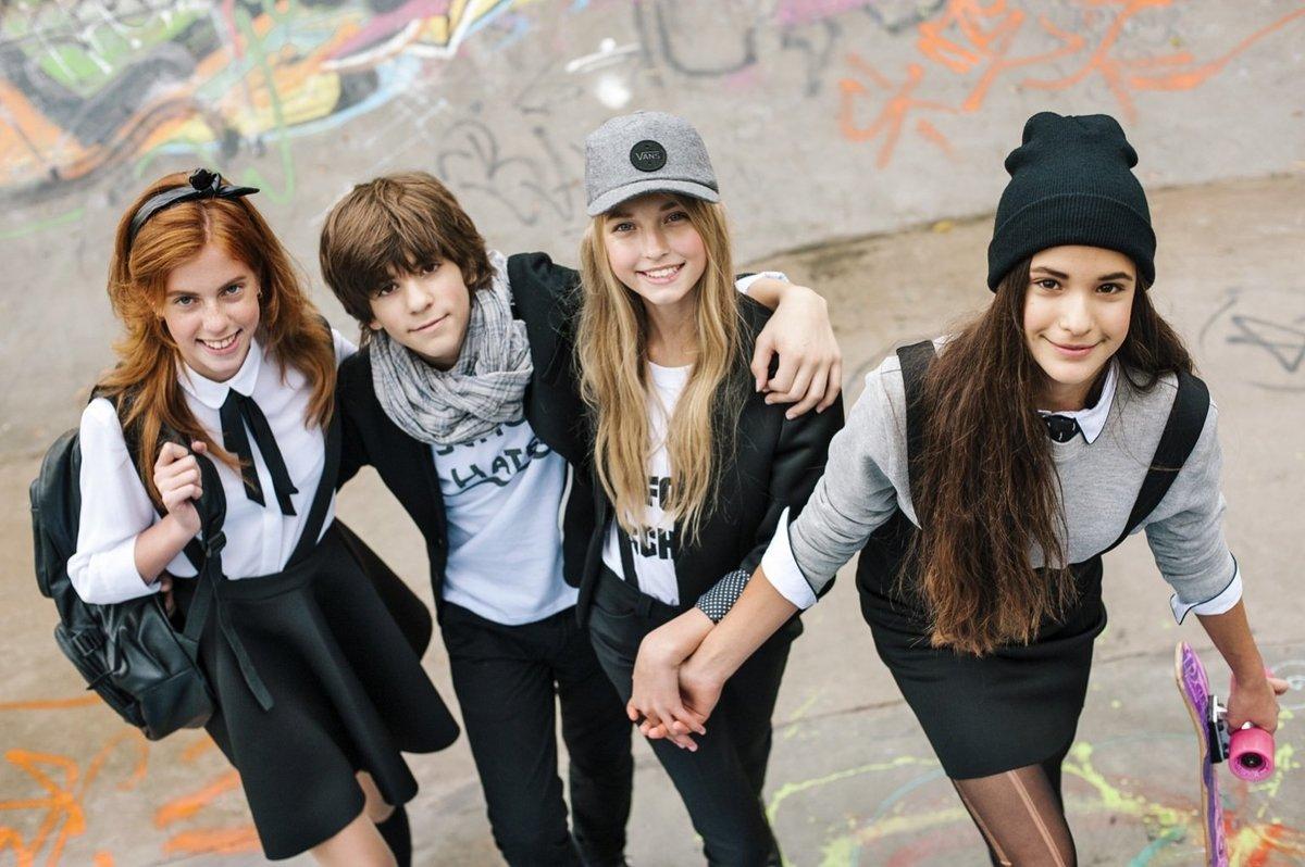 Как стильно одеть девочку в школу
