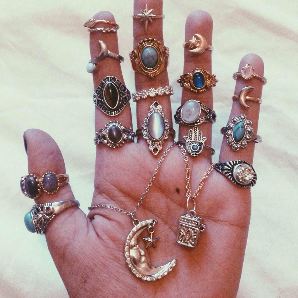 Кольцо с каким камнем надеть на палец
