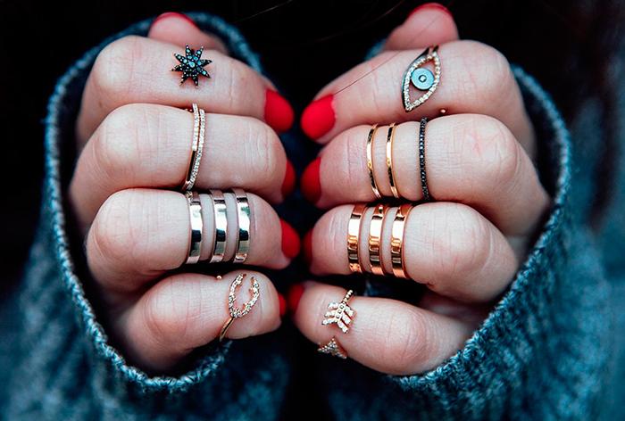 На какой палец одевают кольцо