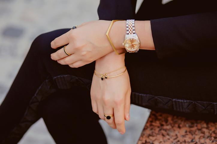 На какой руке носить женщинам?