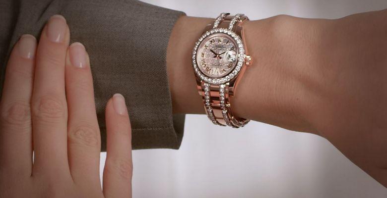 На какой руке правильно носить часы: правила этикета