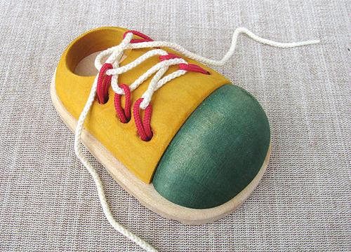 Полезные советы для обучения шнуровке детей