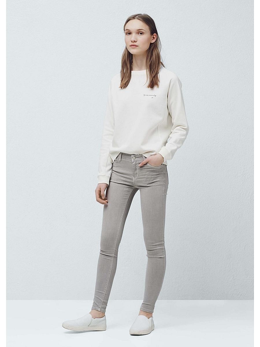 Светло-серые джинсы с чем носить мужчинам и женщинам?