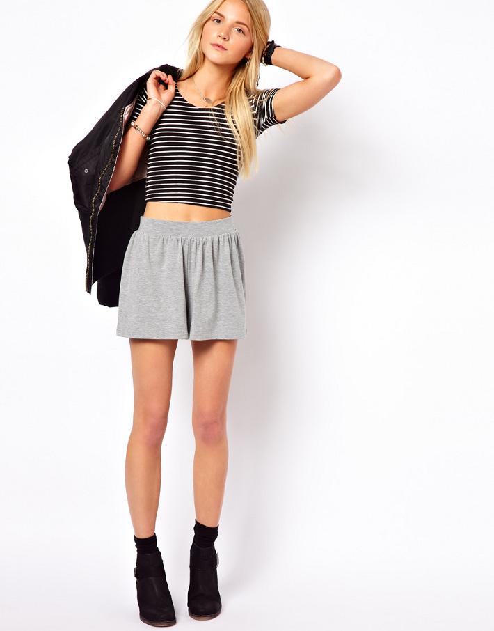 Серая юбка-шорты с чем носить