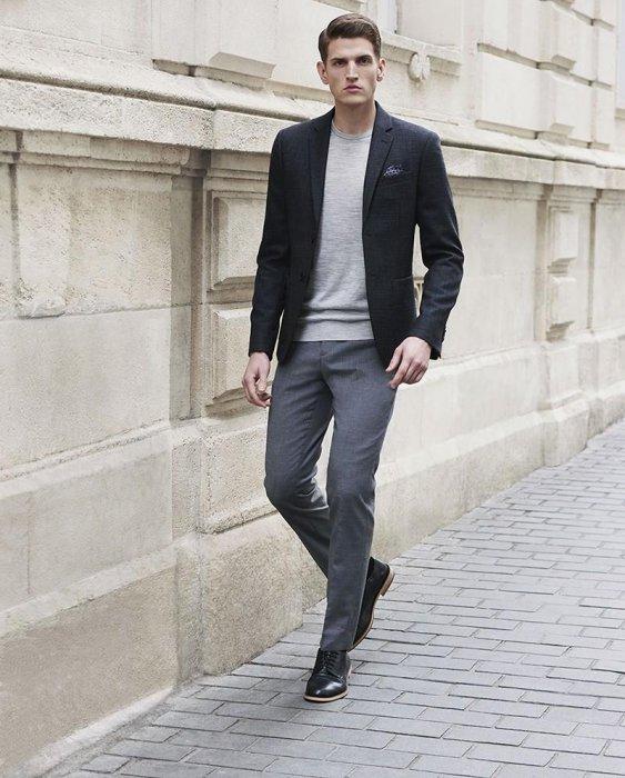 С чем можно комбинировать серые мужские брюки?