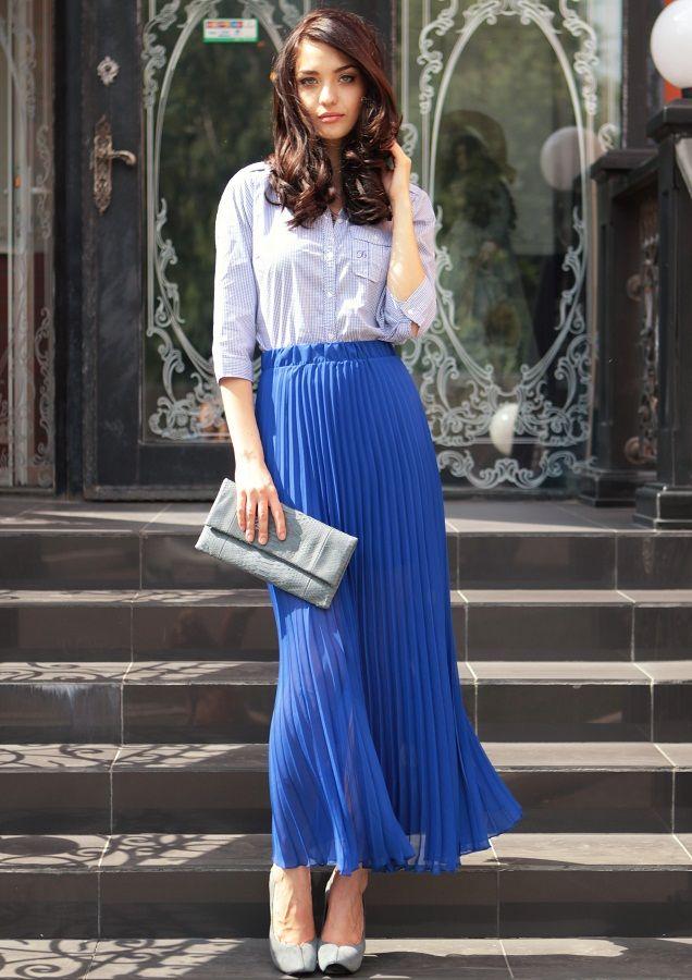 С чем носить длинную синюю юбку в пол