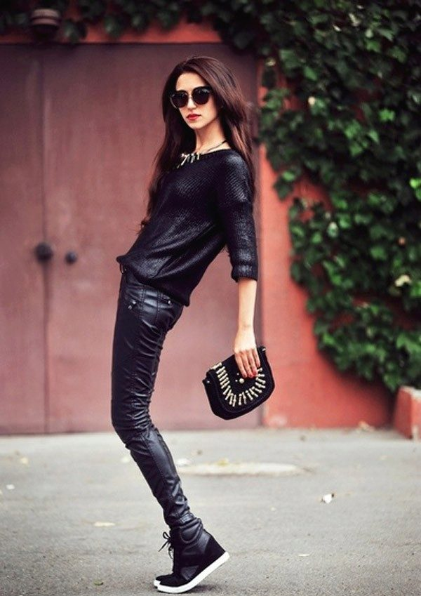 С чем носить черные кроссовки