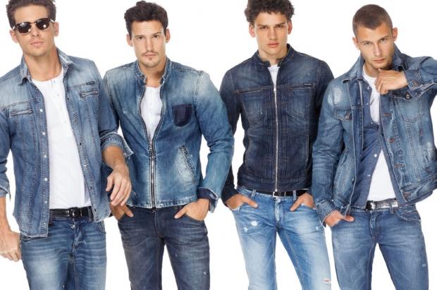 С чем одеть джинсовую куртку парню
